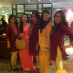 Me with the bridesmaids :) Note their outfits here.