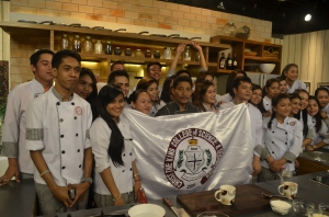 Striking a pose with some culinary students who wanted to gain some pertinent kitchen lessons from the experts