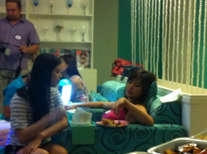 Rich Asuncion having her nails pampered while sharing some experiences in the set