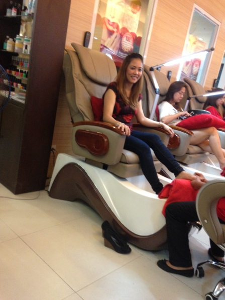 Cathy G having her Foot Spa done :)