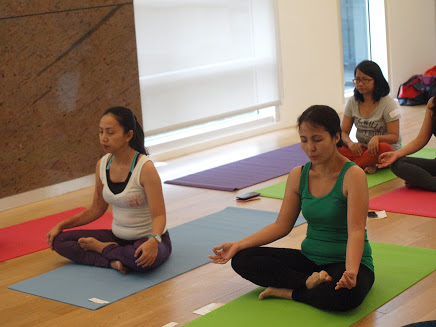 Bloggers, Mothers and Yoga Enthusiasts alike during the session
