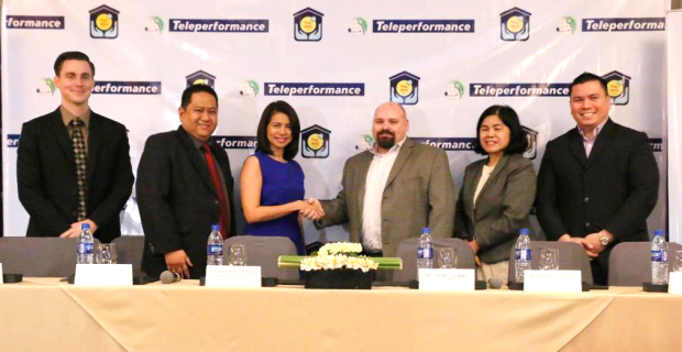 (From L-R): Mike Lytle, Teleperformance Executive Vice President for Operations, Atty. Robert John Cosico, Pag-IBIG Fund SVP for Administrative Services Sector and Chief Legal Counsel, Atty. Darlene Marie B. Berberabe, Pag-IBIG Fund President and CEO, Travis Coates, Teleperformance Managing Director, Ophelia Dela Cerna, Deputy Chief Executive Officer Member Services Cluster, and Joseph Edward Dy, Teleperformance Vice President for Operations, led the ceremonial contract signing between Pag-IBIG Fund and Teleperformance.
